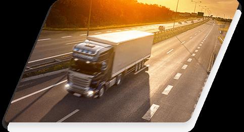 Camión circulando por autovía