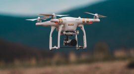 Dron realizando labores de vigilancia en carreteras